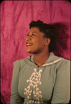 I love Ella's cheerful smile in this great 1940s portrait.