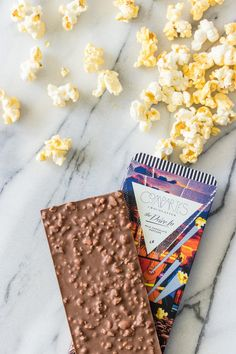 Compartes gourmet milk chocolate and popcorn bar. Handmade in Los Angeles with the finest premium milk chocolate and three different types of popcorn. Homemade Chocolate Bars, Coconut Hot Chocolate, Melting Chocolate, Chocolate Recipes, Chocolate Crunch, Chocolate Brands, Choclate Bar, Chocolates Gourmet, 16 Bars