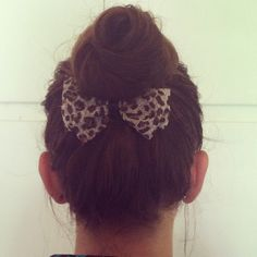 Hair bow underneath a messy bun is the perfect way to go from looking messy to a little put together. www.theredclosetdiary.com || Instagram: jalynnschroeder