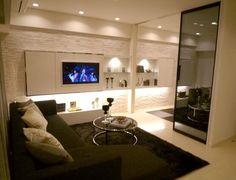 L256 URBAN Relax 壁一面を白で統一して都会的でスタイリッシュな空間に。