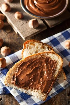This creamy chocolate hazelnut butter recipe may not be Nutella, but it's so addictive you'll want to eat it by the spoonful. Hazelnut Butter, Chocolate Hazelnut, Chocolate Cream, Nutella Chocolate, Sweet Desserts, Dessert Recipes, 5 Minute Meals, Piece Of Bread, Butter Recipe