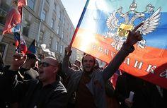 Rusko-ukrajinská krize odhalila vzájemnou nevraživost Rusů a Ukrajinců. Ale ukázala i to, že konflikt dalece přesahuje hranice obou zemí. A odkryla dosud nepovšimnutý obdiv značné části Čechů k ruskému myšlení a způsobu vládnutí. Psychoanalytik Vlado Šolc se ptá, kde jsou kořeny toho všeho.