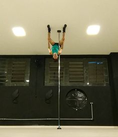 11 Gravity-Defying Photos Of Pole Dancing That Will Change Your Basic Understanding Of Physics
