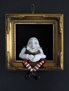 Humpty Dumpty--sculpted figure/doll in shadowbox Humpty Dumpty, Beautiful Dragon, Fairy Doors, Egg Art, Paperclay, Picture Design, Alice In Wonderland, Wonderland Party, Figurative Art