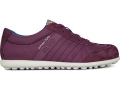 Pelotas XL comes as a dark purple lace-up sneaker made of soft nubuck leather and polyester. It features an extra light EVA outsole providing cushioning yet great thermal insulation. Its soft leathers and technical fabrics make it light and durable.