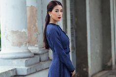 """Áo dài vải tweed kết hợp áo khoác cổ điển mang đến vẻ sang trọng, thanh lịch cho nữ diễn viên """"Hương Ga""""."""