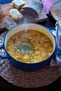 sopa de pollo con ñoquis de calabaza