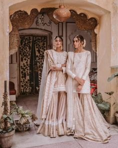 """‎غنچہ گل"" Understated charm at its best! 'Guncha Gul' by 🔥 Delve and recreate the old school charm with the… Pakistani Wedding Outfits, Indian Bridal Outfits, Pakistani Bridal Dresses, Pakistani Wedding Dresses, Pakistani Dress Design, Indian Designer Outfits, Pakistani Clothing, Wedding Hijab, Formal Wedding"
