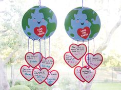 Around the World Mobile Craft Earth Day Projects, Earth Day Crafts, Crafts For 3 Year Olds, Crafts For Kids, Earth Day Activities, Activities For Kids, World Mobile, Earth Day Posters, Mobiles For Kids