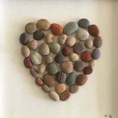 The pebble heart image 1 Stone Crafts, Rock Crafts, Arts And Crafts, Sea Glass Crafts, Sea Glass Art, Pebble Mosaic, Pebble Art, Easy Mosaic, Pebble Stone