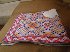 VINTAGE HAND MADE CROSS STITCH TABLECLOTH . PATTERN 1934. SLIK THREAD