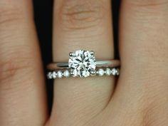 Este anillo de compromiso es perfecto para aquellos que son clásicos! Este diseño limpio es femenino y práctica. Puede sentarse a ras contra cualquier