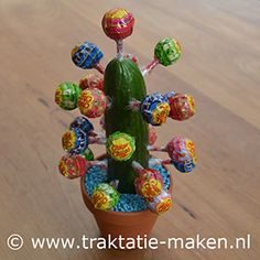 afbeelding traktatie Chupa Chups Cactus - Lilly is Love Candy Cakes, Candy Favors, Favours, Crab Cupcakes, Indian Birthday Parties, Summer Preschool Activities, Desert Festival, Little Presents, Funny Cake