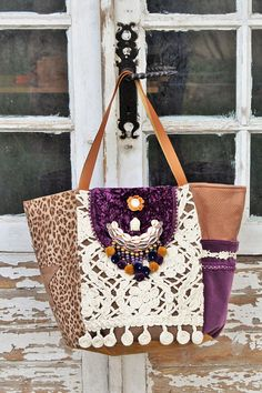 Sac ethnique toile léopard suédine tons marrons macramé Buddha Flower, Ethnic Bag, Embroidery Bags, Purple Velvet, Violet, Leather Handle, Bag Making, Straw Bag, Purses And Bags