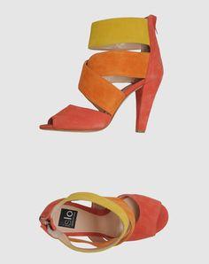 Colorblock heel perfection