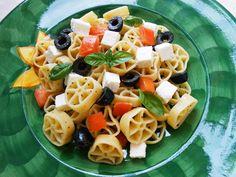 Pasta Fredda alla Greca Eat Better, Couscous, Fruit Salad, Pasta Salad, Buffet, Picnic, Food And Drink, Healthy Recipes, Healthy Food