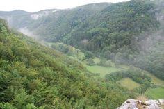 Hohenwittlingensteig – Zu den schönsten Plätzen der Uracher Alb. Auf dem Hohenwittlingensteig lässt sich viel entdecken: Streuobstwiesen, dichte Wälder, steile Kletterfelsen, Burgruinen, eine Höhle und zu guter Letzt eine wildromantische Schlucht. Hohenwittlingensteig – Burgruine Baldeck Die Wanderung auf dem Hohenwittlingensteig startet am Wanderparkplatz P65 in Hohenwittlingen. Zunächst führt uns der Weg durch Streuobstwiesen und entlang […]