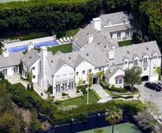 Tom Cruise Mansion Beverly Hills, CA. Cruise's most well-known homes are the ones he has purchased in California. One is located on Calle Vista Drive in Beverly Hills, and he and Katie Holmes bought this house about six months after they were married in Celebrity Mansions, Celebrity Houses, Tom Cruise, Beverly Hills Mansion, Mega Mansions, Luxury Mansions, Hollywood Homes, Rich Home, Expensive Houses