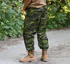 Maskáčove nohavice Revenger v strihu TDU (veľmi podobný strihu ACU) v prevedení CADPAT (Canadian Disruptive Pattern) od švajčiarko - rakúskej firmy Invader Gear.  http://www.armyoriginal.sk/3114/125537/maskace-tdu-revenger-cadpat-invader-gear.html