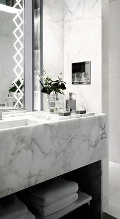 modern luxury bathroom design ideas for your home | www.bocadolobo.com #bocadolobo #luxuryfurniture #exclusivedesign #interiodesign #designideas #homedecor #homedesign #decor #bath #bathroom #bathtub #luxury #luxurious #luxurylifestyle #luxury #luxurydesign #tile #cabinet #masterbaths #tubs #spa #shower #marble #luxurybathroom #bathroomdesign #bathroomdecor #bathroomdecorideas #luxuryspa