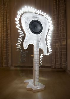 Here comes the Stratobaffle - an open baffle full-range speaker. Right on 60th anniversary of the famous Fender Stratocaster guitar.