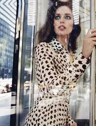 Model Emily DiDonato hits New York streets in 'Código NYC' styled in seventies looks by Sarah Gore Reeves. Photographer David Roemer captures the fashion action for Vogue Mexico January Makeup by Georgi Sandev; hair by Felix Fisher Vogue Editorial, Editorial Fashion, Emily Didonato, 70s Fashion, Daily Fashion, Fashion Models, Vogue Models, Fashion Shoot, Fashion Women