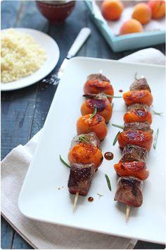 Brochettes de magrets de canard à l'abricot et au romarin
