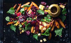 Syötkö yksipuolista ja ravintoköyhää salaattiai? Ravitsemusterapeutti paljastaa kaksi superraaka-ainetta, joita kannattaa hyödyntää salaateissa.