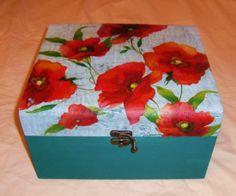 Baúl de madera pintado y decorado con decoupage flora - artesanum com Decoupage Box, Painted Boxes, Vintage Wood, Ideas Para, Painted Furniture, Poppies, Diy And Crafts, Sculptures, Decorative Boxes