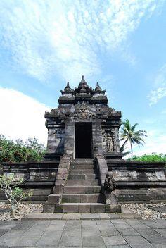 Pawon Temple, Central Java, Indonesia by ad+apex@MeMoRaBiLia, via Flickr Ancient Architecture, Amazing Architecture, Indonesian Art, Borobudur, Semarang, Yogyakarta, Place Of Worship, Archipelago, Where To Go