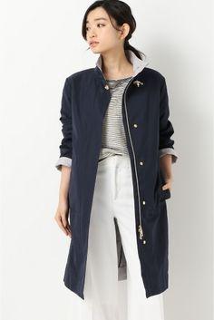 FAY スタンドカラー コート  FAY スタンドカラー コート 193320 2016SS FIGARO Paris 大人のカジュアルミックスに最適なスタンドカラーコート 素材はカジュアルですがスッキリと細身のシルエットやウエストマークのリボンなど女性らしいディティールです 落ち着いた色味で上品な大人の印象です きちんと感のあるスタイルにあえて羽織ってこなれ感のあるコーディネイトに FAY イタリア初のファッションブランド 都会的でエレガンスなデザインを特徴に持ちウィメンズとメンズのウェアアクセサリーなど幅広いアイテムを展開 モデルサイズ:身長:168cm バスト:80cm ウェスト:59cm ヒップ:87cm 着用サイズ:40