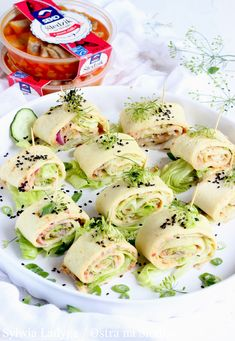 NALEŚNIKOWE ROLADKI Z TATAREM ŚLEDZIOWYM Fresh Rolls, Potato Salad, Potatoes, Ethnic Recipes, Food, Potato, Essen, Meals, Yemek
