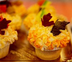 Pretty flower and leaf Fall cupcakes