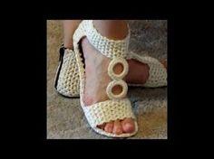 Bilderesultat for crochet shoes Crochet Sandals, Crochet Boots, Crochet Slippers, Diy Crochet, Crochet Clothes, Crochet Flip Flops, Knitting Patterns, Crochet Patterns, Crochet Shoes Pattern
