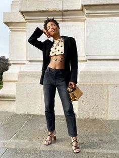 Ready to find out which jean style French women are loving this year? We spoke to the Sézane founder on what to buy if you want that Parisian look. Leggings Capri, 2020 Fashion Trends, Fashion Tips, Daily Fashion, Fashion Shoes, Girl Fashion, French Girl Style, French Girls, French Lady