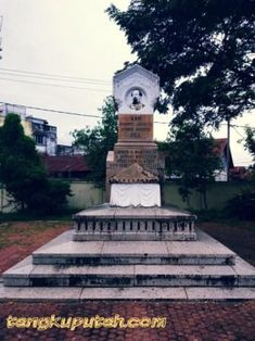 """The grave monument of General Major J.L.J.H. Pel in """"Peucut"""", Before the death of this General served as """"Civiel en Militair Bevelhebber"""" (Commander of civil and military) in Aceh. His body was not buried in the monument. But in one corner of complex """"Peucut"""" without any sign. (Front look)."""