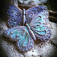 The frosting on these butterfly cookies is so intricate, and the colors are heavenly! They're almost too pretty to eat Summer Cookies, Fancy Cookies, Iced Cookies, Cut Out Cookies, Cute Cookies, Easter Cookies, Royal Icing Cookies, Cupcake Cookies, Cookies Et Biscuits