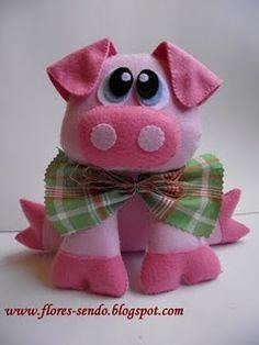 felt pig with bow Pig Crafts, Animal Crafts, Felt Crafts, Fabric Crafts, Fabric Animals, Felt Animals, Sewing Toys, Sewing Crafts, Felt Animal Patterns