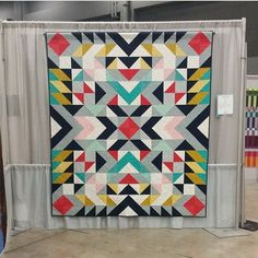 This Pin was discovered by Bonjour Quilts. Discover (and save!) your own Pins… Geometric Patterns, Quilt Patterns, Geometric Quilt, Quilting Projects, Quilting Designs, Sewing Projects, Quilting Ideas, Southwest Quilts, Half Square Triangle Quilts
