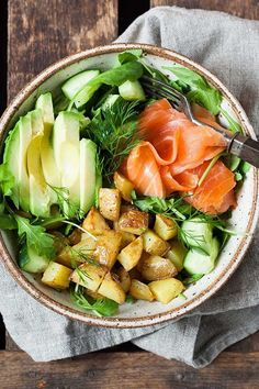 Salmon Power Bowl with Avocado Cooking Carousel - Potato salmon power bowl. Fast, easy and really tasty – -Potato Salmon Power Bowl with Avocado Cooking Carousel - Potato salmon power bowl. Fast, easy and really tasty – - Silicone Hammer Toe. Healthy Food Recipes, Clean Eating Recipes, Healthy Eating, Cooking Recipes, Eating Clean, Dinner Healthy, Healthy Salads, Healthy Foods, Crockpot Recipes