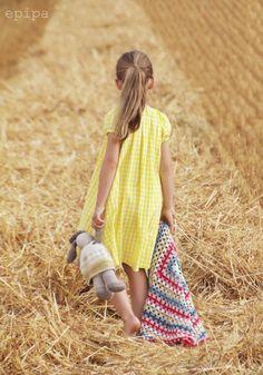 epipa: im Kornfeld. Beautiful pic - epipa: im Kornfeld. Beautiful pic epipa: im Kornfeld. Crochet Blanket Patterns, Baby Blanket Crochet, Crochet Baby, Picture Poses, Beautiful Moments, Children Photography, Little Girls, Short Sleeve Dresses, Yellow