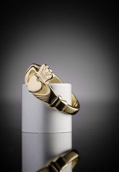 Women's Gold Claddagh Ring Made in Ireland | Claddagh Design