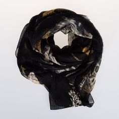 Dolce & Gabbana 180x140cm  Wool and Cashmere Scarf (€447) ❤ liked on Polyvore featuring accessories, scarves, black, wool shawl, cashmere wool shawl, patterned scarves, cashmere shawl and print scarves