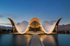 Completed in 2016 in South Africa. Images by Adam Letch. The new chapel, set within a vineyard in South Africa, is designed by South-African born Coetzee Steyn of London based Steyn Studio. Architecture Paramétrique, Religious Architecture, Amazing Architecture, Contemporary Architecture, Cultural Architecture, Architecture Portfolio, Futuristic Architecture, Aarhus, Photo D'architecture