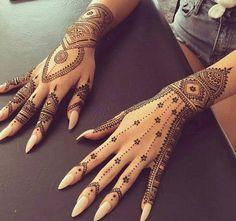 Tatouage mains femme style henné mehndi mariage