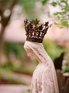 Holy Mother Mary statue w/crown.