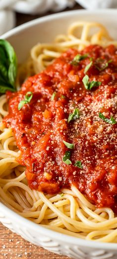 This easy Homemade Marinara Sauce Recipe uses canned tomatoes, tomato paste, garlic and fresh basil to create a rich and hearty meatless Italian spaghetti sauce that's perfect for pasta, dips and Spaghetti Sauce Easy, Italian Spaghetti Sauce, Spaghetti Recipes, Recipe For Meatless Spaghetti Sauce, Spaghetti Sauce Recipe Tomato Paste, Spaghetti Sauce Recipe With Tomato Paste, Fresh Tomato Pasta Sauce, Simple Spaghetti Recipe, Spaghetti Marinara Recipe