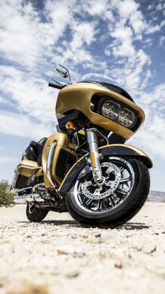 This one will roll out of the factory doors and never stop until it catches the horizon. | 2017 Harley-Davidson Road Glide Ultra