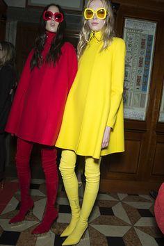 Women's fashion and accessories - FW 2015 - Fashion show Backstage - Versace 2015 Men Fashion Show, Womens Fashion, Versace 2015, Haute Couture Fashion, Backstage, Luxury Fashion, Women Wear, How To Wear, Fashion Design