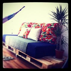 Paletten Couch: check! #home  (Taken with Instagram at Jardins da Babilônia)